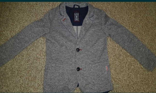 Пиджак трикотажный для мальчика на рост 128см.
