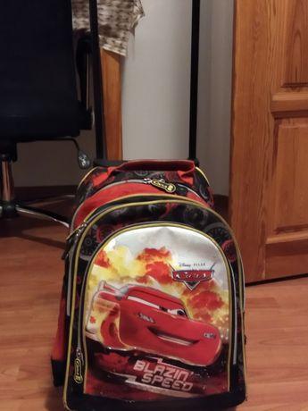Sprzedam plecak na kółkach Zygzak McQueen.