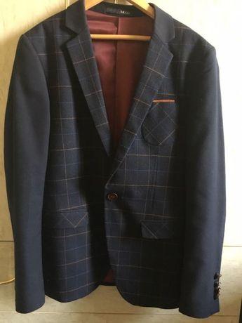 Пиджак на мальчика в отличном состоянии...шерсть