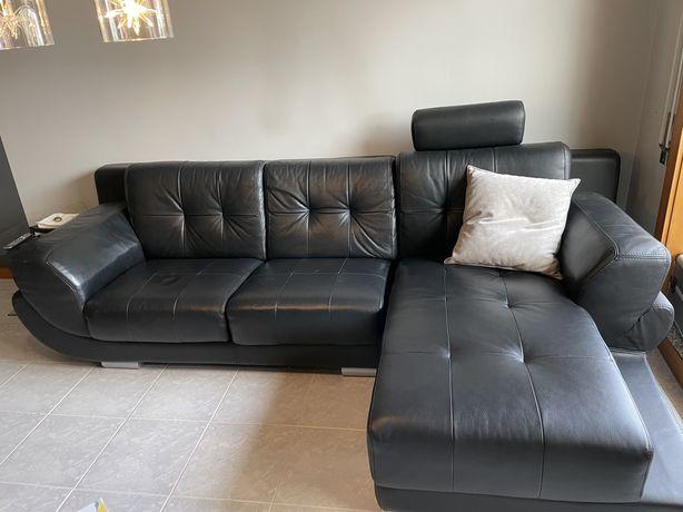 Sofá em pele preto com chaise longue