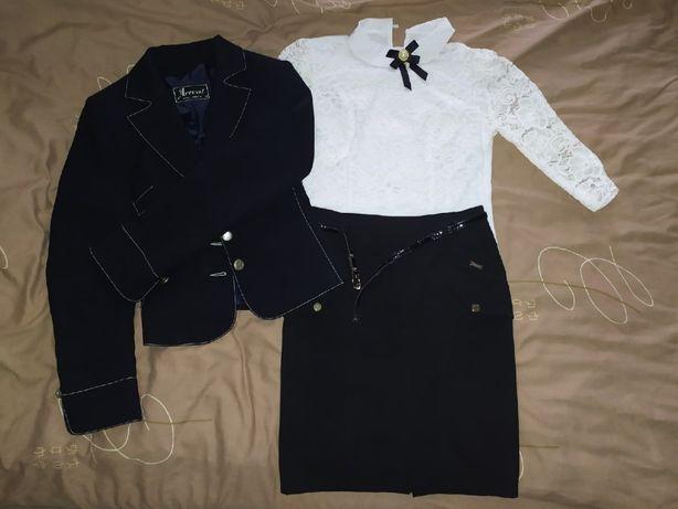 Школьный пиджак, юбка и блуза (размер 40-42)