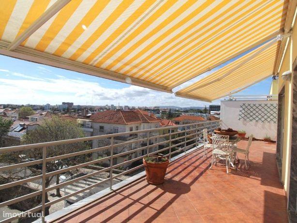 FABULOSO! Duplex, Terraço, Garagem, Nascente/Poente. Vist...