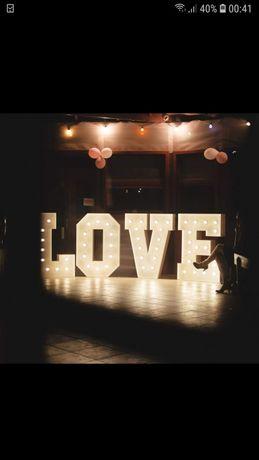Sprzedam napis Love oraz milosc cena to 4000 zł .