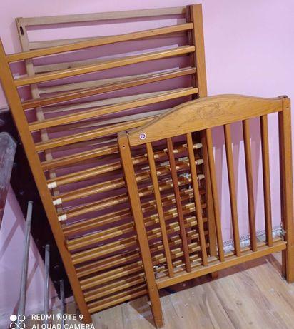 Oddam łóżeczko drewniane .
