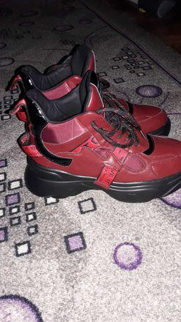 Кроссовки-ботинки женские осенние новые
