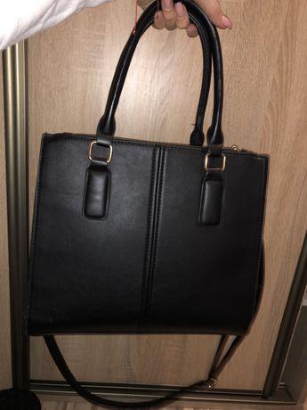 Czarna bardzo pojemna torebka
