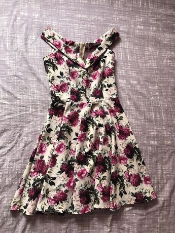 Sukienka w kwiaty