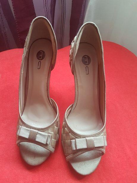 Sapato cetim castanho n°39
