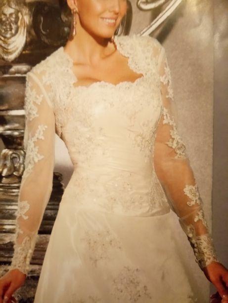 Suknia ślubna z koronki z bolerkiem