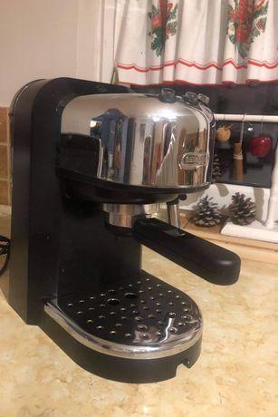 Express ciśnieniowy do kawy DeLonghi