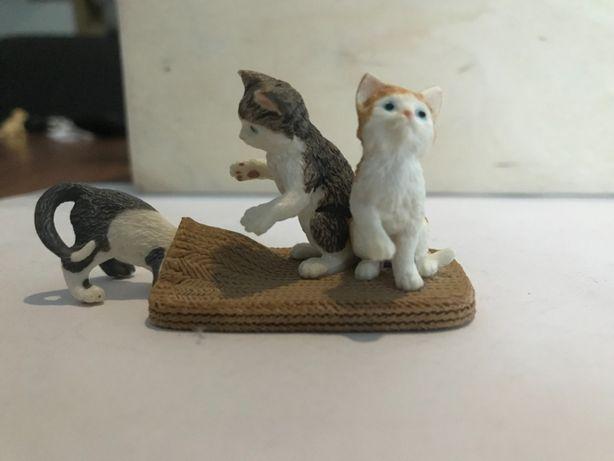 Schleich 3 kotki bawiące się na dywanie 13674