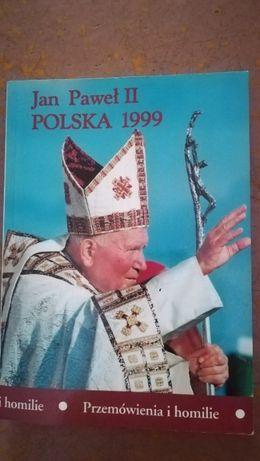 Różne książki o tematyce religijnej, m.in. związane z Jan Paweł II
