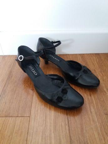Czarne buty Ryłko na niedużym obcasie