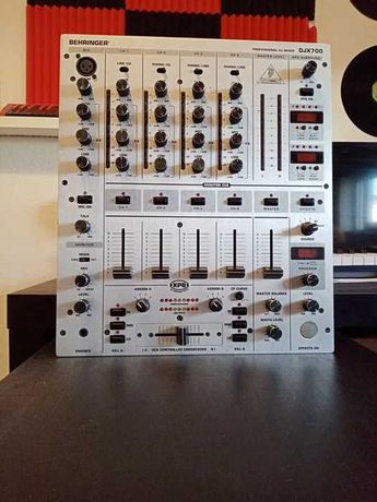 Mesa de mistura behringer DJX700 com efeitos, delay...