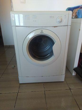 Máquina de secar da indesit