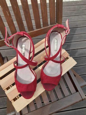 Sapatos Altos Vermelho Cereja