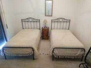 2 camas em ferro colchões ortop.cómoda+mesa cabec+ofertas