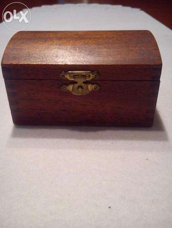 Ozdobny drewniany kuferek