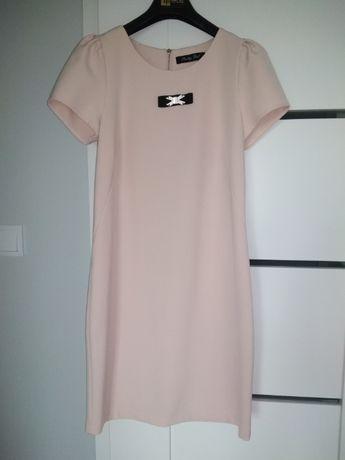 Jasno różowa pudrowa sukienka