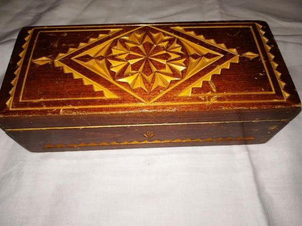 Резная деревянная шкатулка. Цена 100 руб