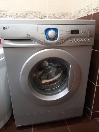 Чудова пральна машина lg