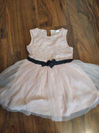Śliczna sukienka z tiulem 98
