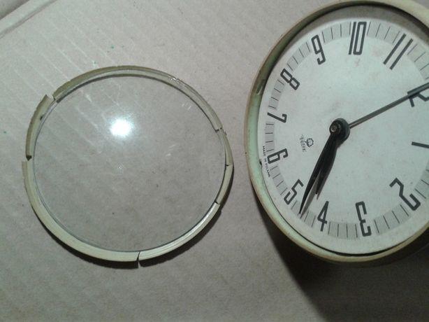 Zegarek budzik sprawny ,mechanizm metalowy