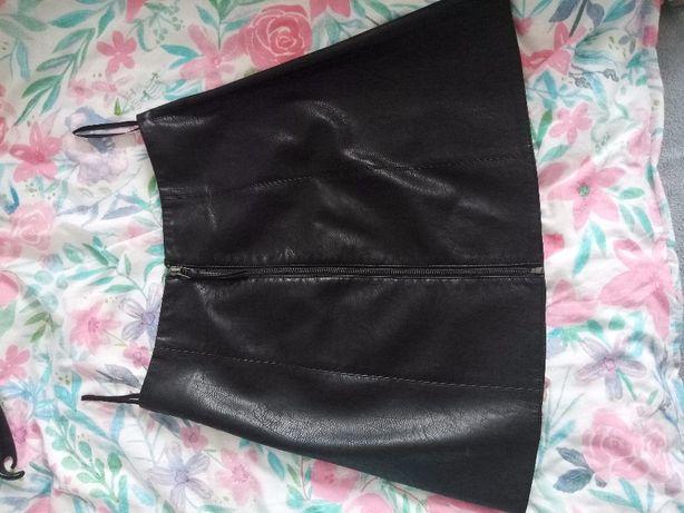 Skórkowa spódniczka