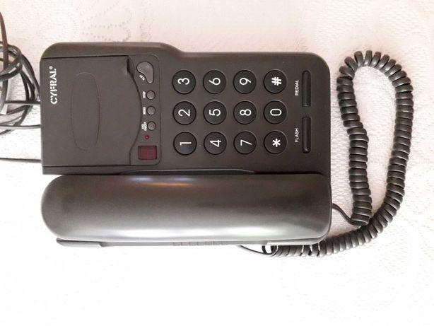 Telefon stacjonarny.