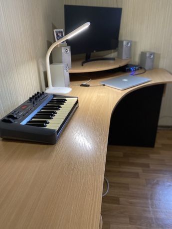 Стол компьютерный/рабочий