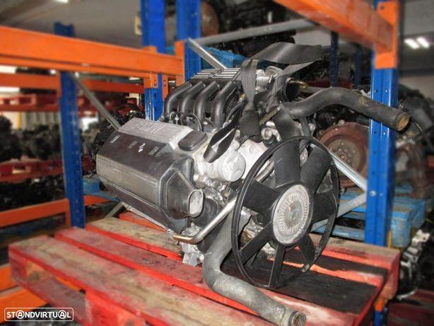Motor avariado para peças de BMW 318 tds e36 (1996)