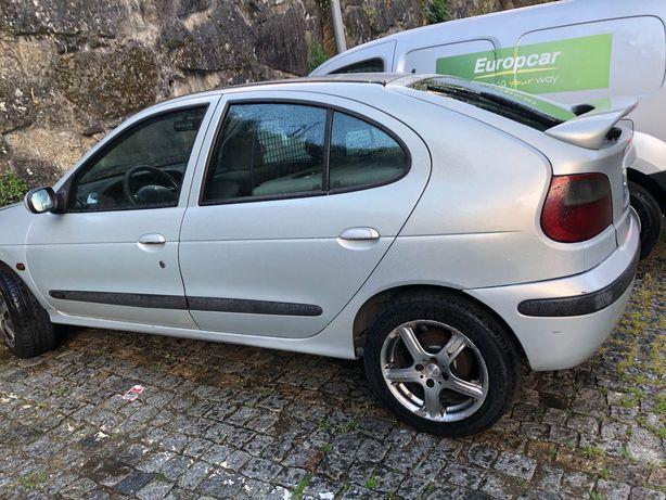 Carro comercial- Renault -2lugares