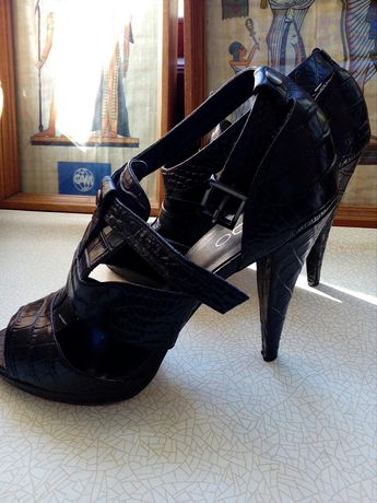 Туфли босоножки кожаные на каблуке