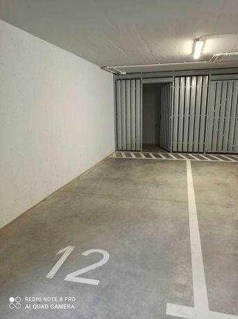 Miejsce w garażu podziemnym z boksem