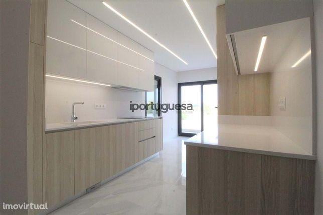 Apartamento T3+2 Duplex de Luxo com Garagem e Terraços