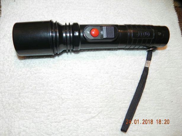 Тактический фонарик.