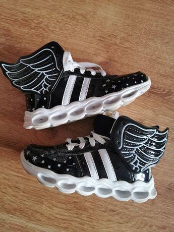Buty adidasy skrzydła