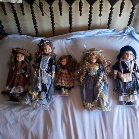 Vendo 5 bonecas de Porcelana