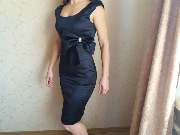 Платье бренда Бессини