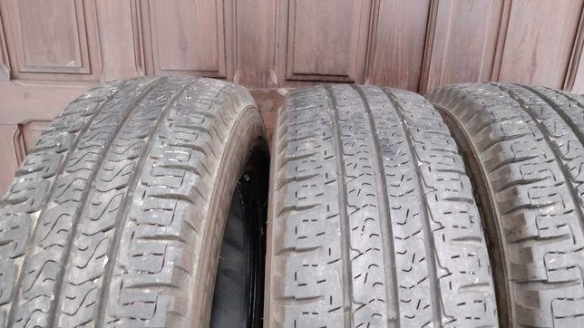 Michelin Agilis 215/70/15c komplet.