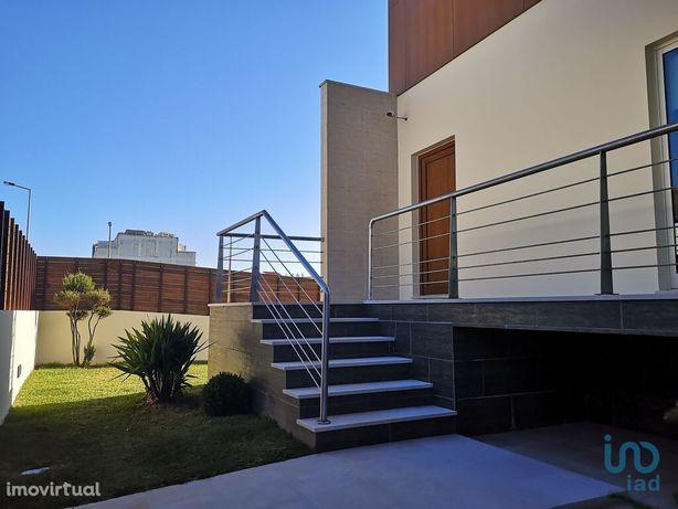 Moradia - 324 m² - T3
