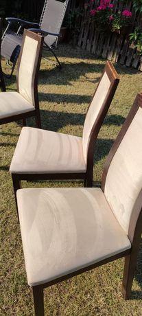 Komplet 6 krzeseł do jadalni.