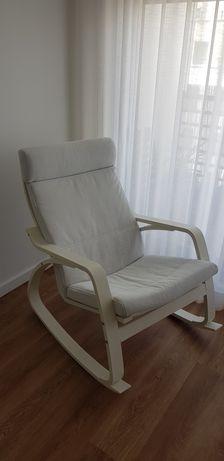 Cadeira de baloiço Poang Ikea branca