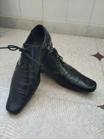 Sapatos em pele 41/42 em bom estado