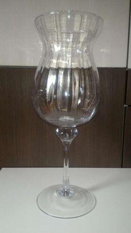 Duży kielich szklany