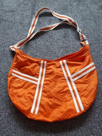 Pomarańczowa torba sportowa
