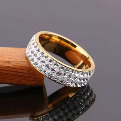Кольцо с фианитом с медицинского золота