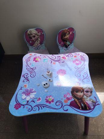 Mesa e cadeiras frozen elsa ana