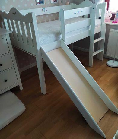 Łóżko dla dzieci ze zjeżdżalnią