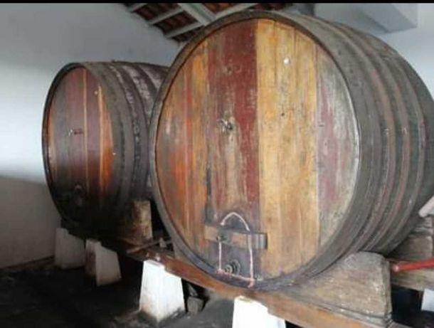 Tonéis de Vinho em Madeira
